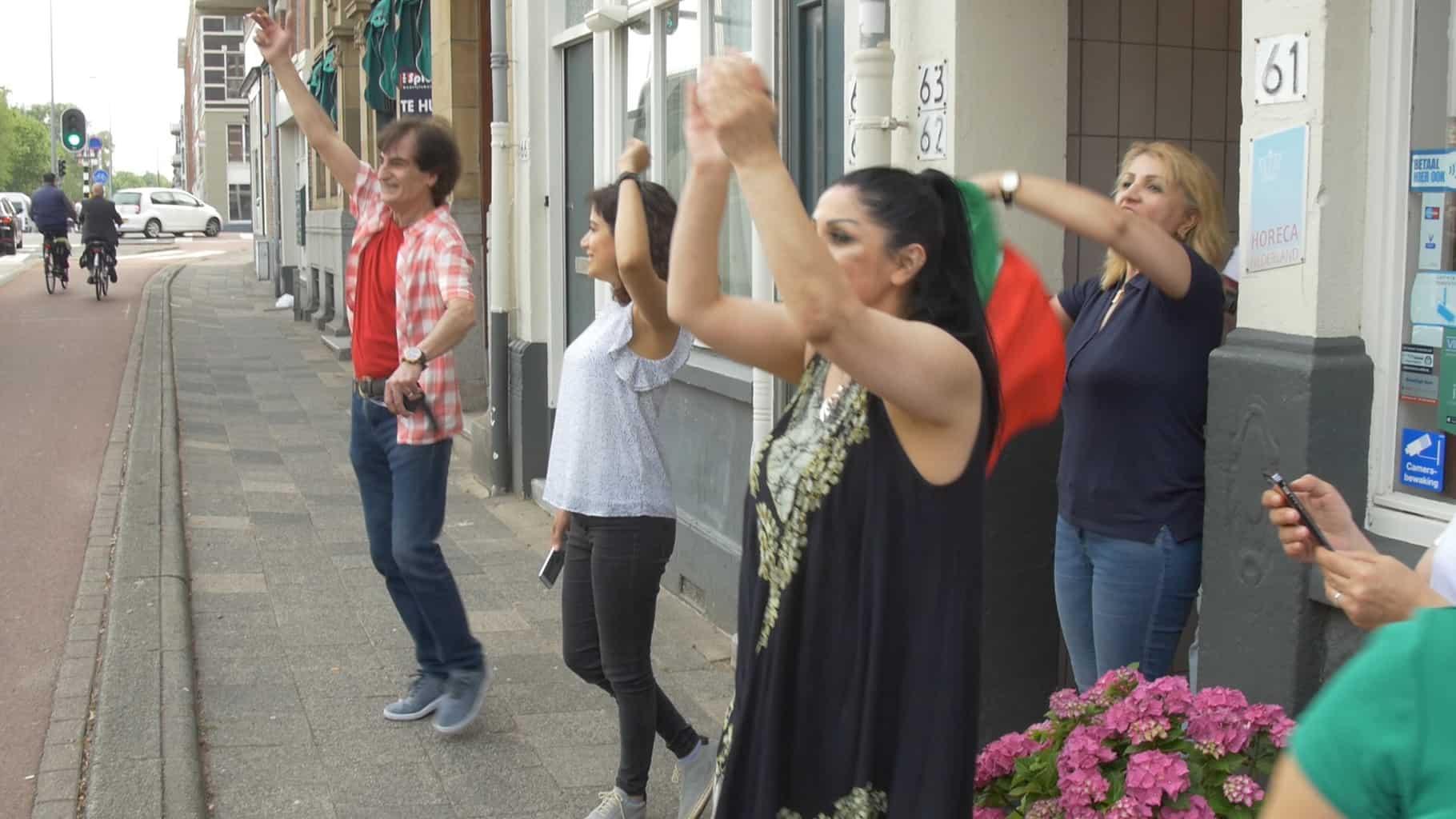 Iraanse WK supporters bij restaurant Alborz